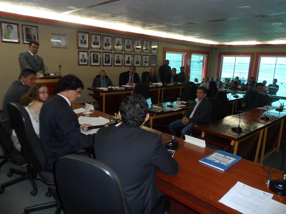 """Câmara Municipal concede título de """"Cidadão Manacapuruense"""" à Valderedo Teodózio"""