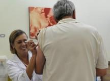 A transmissão dos vírus Influenza ocorre por meio do contato com secreções das vias respiratórias, eliminadas pela pessoa contaminada ao falar, tossir ou espirrar (Elza Fiúza/Agência Brasil)