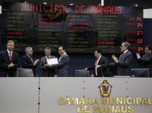 Desembargador Yedo Simões recebe Medalha de Ouro Cidade de Manaus
