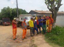 Funcionários da limpeza pública entram em greve e denunciam descaso da Prefeitura, em Itacoatiara (AM)