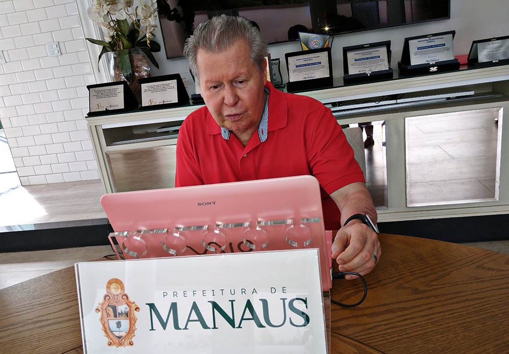 'Um muito obrigado à categoria que amo', diz prefeito, ao garantir repasse do Fundeb a educadores até dezembro