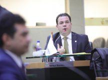 TCE aceita representação de Wilker Barreto e anula decreto do Governo do Amazonas que favorece empresa de gás com isenção fiscal de R$ 9 bilhões