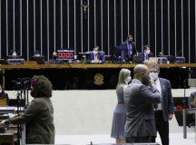 Deputados federais aprovam MP que permite redução de jornada e de salário durante pandemia; texto segue para o Senado