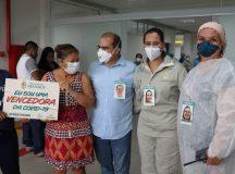 Hospital de campanha da Prefeitura de Manaus cria 'crachás acolhedores' para mostrar sorrisos ocultados pela máscara