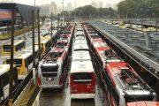 São Paulo - Motoristas e cobradores de ônibus da capital paulista estão parados desde às 10h, em protesto contra o aumento de 2,31% oferecido pelas empresas de ônibus. A categoria reivindica aumento de 5%.(Rovena Rosa/Agência Brasil)