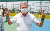 Prefeito Arthur Neto entrega quadra poliesportiva do conjunto Jardim Petrópolis revitalizada