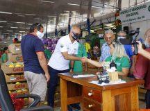 Em Manaus, Feira da Banana fecha com coronel Menezes para prefeito