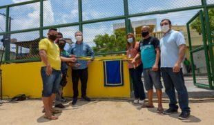 Prefeito Arthur Neto entrega campo de futebol Manaus 2000 revitalizado aos moradores do Distrito Industrial