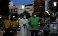 Em ato simbólico, prefeitura de Manaus acende primeira das quatro grandes árvores natalinas que a cidade terá