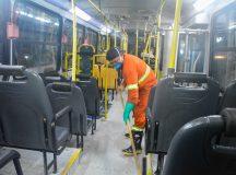 Em Manaus, prefeitura fiscaliza garagens de ônibus para verificar limpeza dos veículos