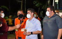 Prefeito David Almeida acompanha ação de limpeza e sanitização na Ponta Negra