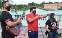 Igreja em Manaus realiza 'Oração à Porta' para famílias que lutam contra a Covid-19