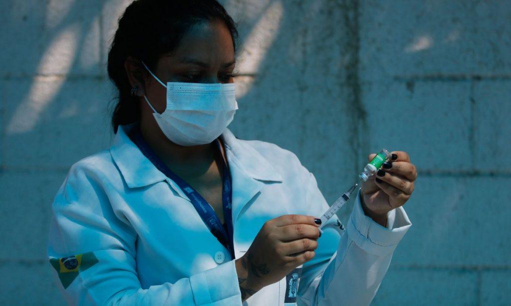 Vacinação de covid evita 43 mil mortes de idosos em treze semanas no país