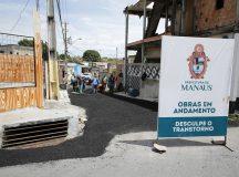 Em Manaus, ruas do bairro São José 4 recebem asfalto pela primeira vez