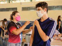 Mais de 12 mil adolescentes receberam a segunda dose da vacina contra a Covid-19 neste sábado (09)