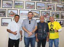 Falta de sinal de internet e telefonia foram algumas demandas apresentadas a Menezes por moradores de Eirunepé, no AM